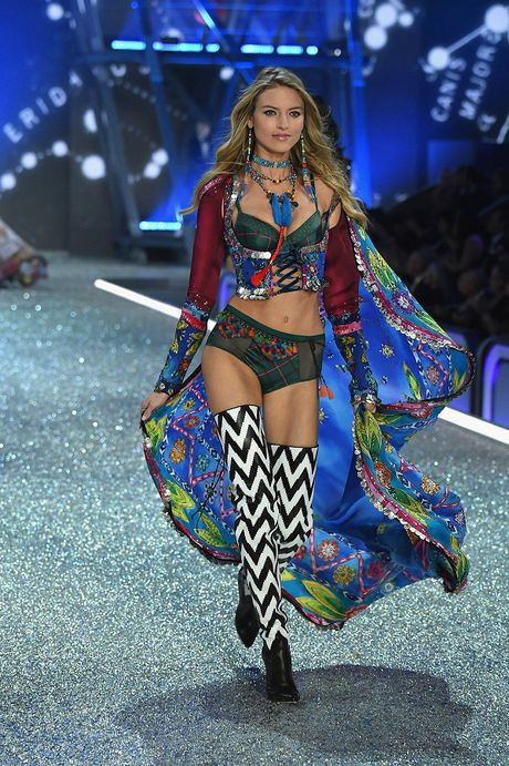 Nhung hinh anh nong bong tu Victoria's Secret Fashion Show 2016 - Anh 14