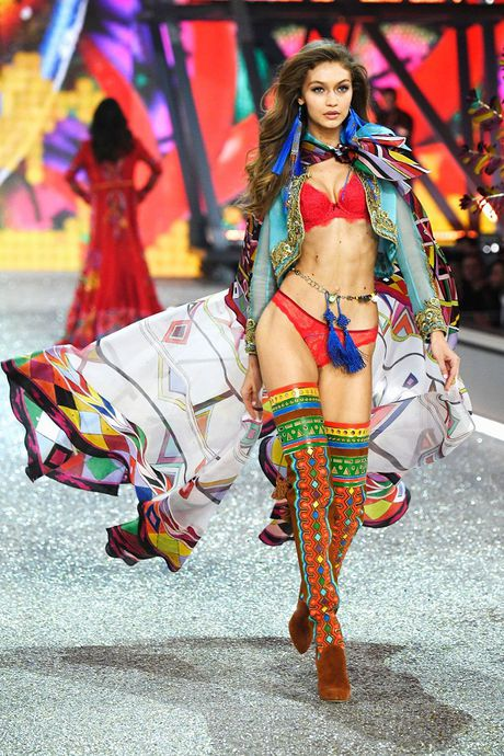 Nhung hinh anh nong bong tu Victoria's Secret Fashion Show 2016 - Anh 7