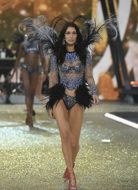Nhung hinh anh nong bong tu Victoria's Secret Fashion Show 2016 - Anh 9