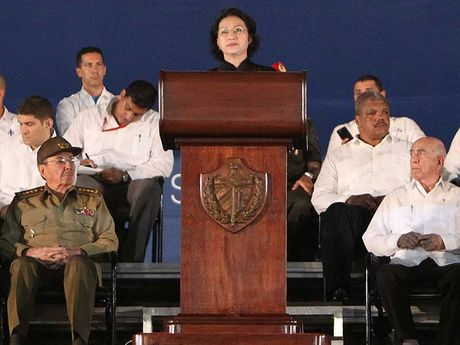 Chu tich QH phat bieu tien dua lanh tu Fidel Castro - Anh 1