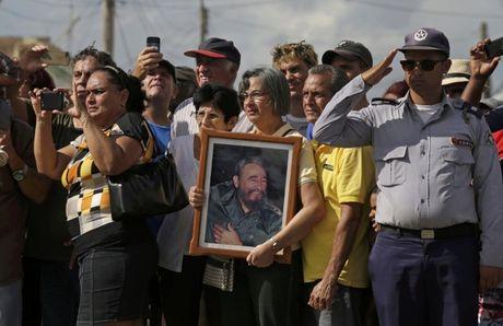 Tro cot Fidel Castro bat dau hanh trinh ve noi an nghi - Anh 14