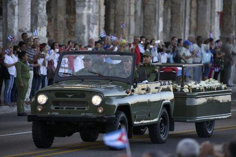Tro cot Fidel Castro bat dau hanh trinh ve noi an nghi - Anh 6