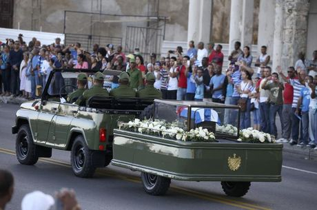 Tro cot Fidel Castro bat dau hanh trinh ve noi an nghi - Anh 7