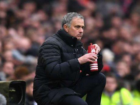 Mourinho dau kho vi cau thu MU - Anh 1