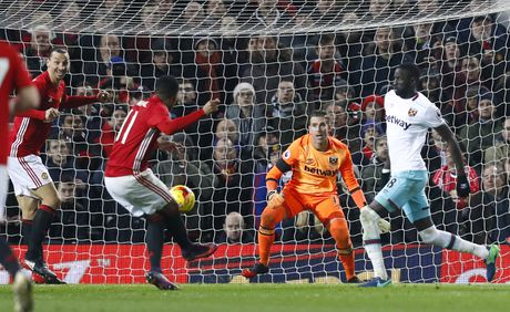 Vui dap West Ham 4-1, MU vao ban ket League Cup - Anh 9
