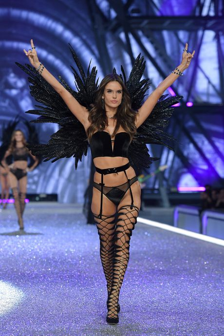 Nhung man trinh dien boc lua nhat Victoria's Secret Show - Anh 5