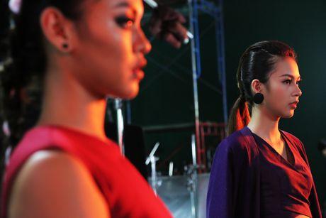 Bo 3 The Face 'tuyen chien' voi Toc Tien trong clip moi - Anh 5