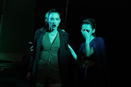 Bo 3 The Face 'tuyen chien' voi Toc Tien trong clip moi - Anh 8