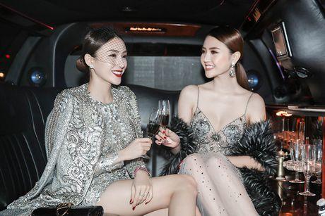 Le Ha, Ngoc Duyen mac goi cam du show Victoria's Secret - Anh 1