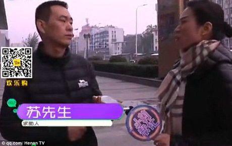 Nang nac ly hon vo vi khong chiu noi mui hoi chan - Anh 1