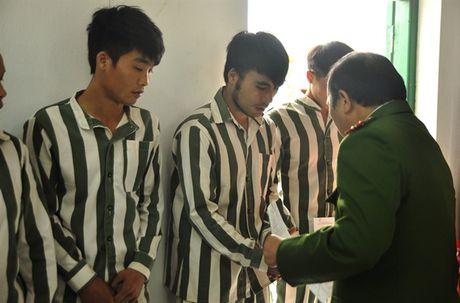 Lao Cai cong bo quyet dinh dac xa cho 7 pham nhan - Anh 1