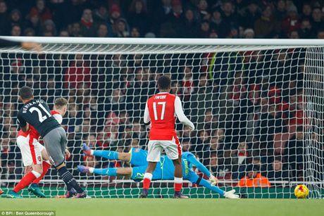 Arsenal 0-2 Southampton: Da doi hinh 2, phong ngu te hai, 'Phao thu' het bat bai - Anh 1