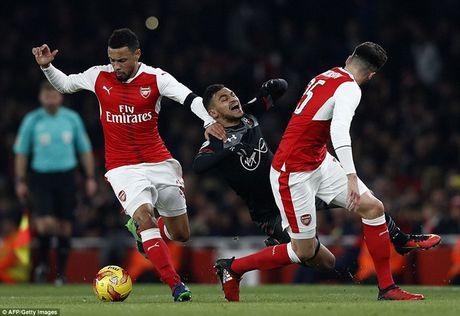 Chum anh: Arsenal thua 'lam lung trang bung' truoc Southampton - Anh 12