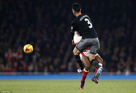 Chum anh: Arsenal thua 'lam lung trang bung' truoc Southampton - Anh 14