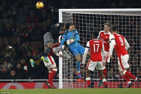 Chum anh: Arsenal thua 'lam lung trang bung' truoc Southampton - Anh 16