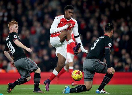 Chum anh: Arsenal thua 'lam lung trang bung' truoc Southampton - Anh 3