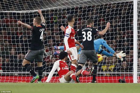 Chum anh: Arsenal thua 'lam lung trang bung' truoc Southampton - Anh 5
