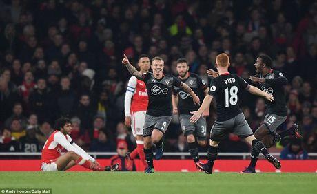 Chum anh: Arsenal thua 'lam lung trang bung' truoc Southampton - Anh 6