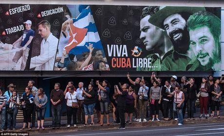 Nguoi dan Cuba dung kin ben duong khoc tien biet Lanh tu Fidel Castro - Anh 10