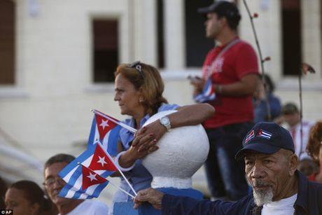 Nguoi dan Cuba dung kin ben duong khoc tien biet Lanh tu Fidel Castro - Anh 11