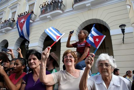 Nguoi dan Cuba dung kin ben duong khoc tien biet Lanh tu Fidel Castro - Anh 14