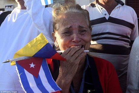 Nguoi dan Cuba dung kin ben duong khoc tien biet Lanh tu Fidel Castro - Anh 15