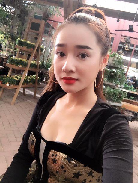 Khong ngo Nha Phuong ngoai doi lai 'noi loan' the nay - Anh 2