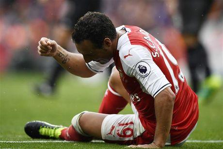 Phau thuat thanh cong, sao Arsenal can 3 thang de binh phuc - Anh 1