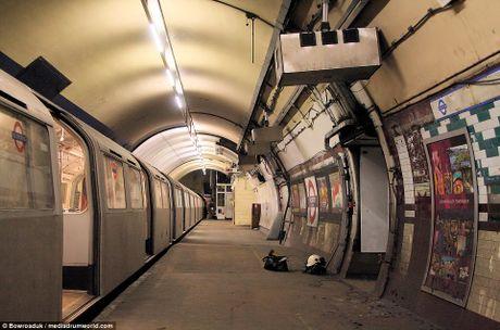 Ben trong nhung nha ga bo hoang am anh o London - Anh 11
