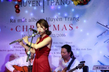 Album sao mung Giang sinh cua nghe si Viet tieu thu 1000 ban tai Duc - Anh 2