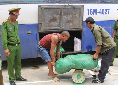 Nong tinh trang buon ban thuc pham ban dip cuoi nam - Anh 1