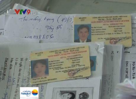 Bo quy dinh bat buoc phai doi sang bang lai vat lieu nhua - Anh 1