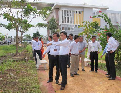Bo truong Le Thanh Long: Giao duc phap luat phai di sau vao thuc tien - Anh 2
