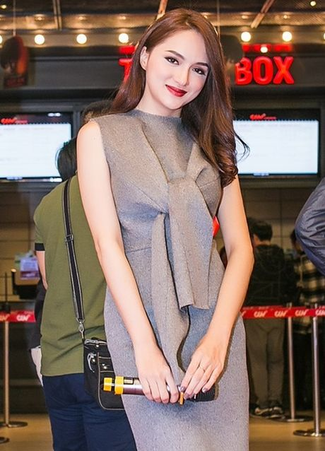 Angela Phuong Trinh tiep tuc 'lam lo' voi dan ve si quan hoa - Anh 10