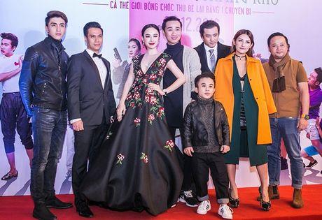 Angela Phuong Trinh tiep tuc 'lam lo' voi dan ve si quan hoa - Anh 11