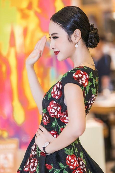 Angela Phuong Trinh tiep tuc 'lam lo' voi dan ve si quan hoa - Anh 7