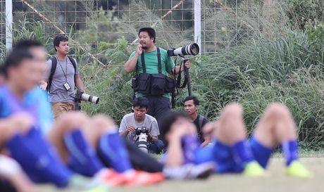 Tin HOT sang 2/12: Phong vien Indonesia pha hong ke hoach cua DTVN - Anh 1