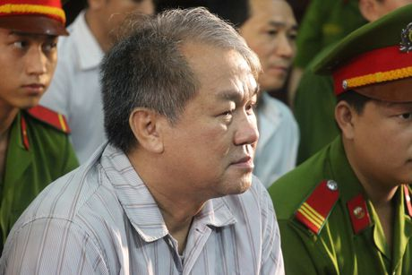 Pham Cong Danh va dong pham sap hau toa - Anh 1