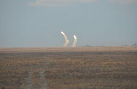 Ukraine phong thanh cong 16 ten lua trong ngay tap tran dau tien - Anh 3