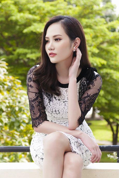 Hoa hau Dieu Linh me hoac fan ham mo voi set do ren goi cam - Anh 1