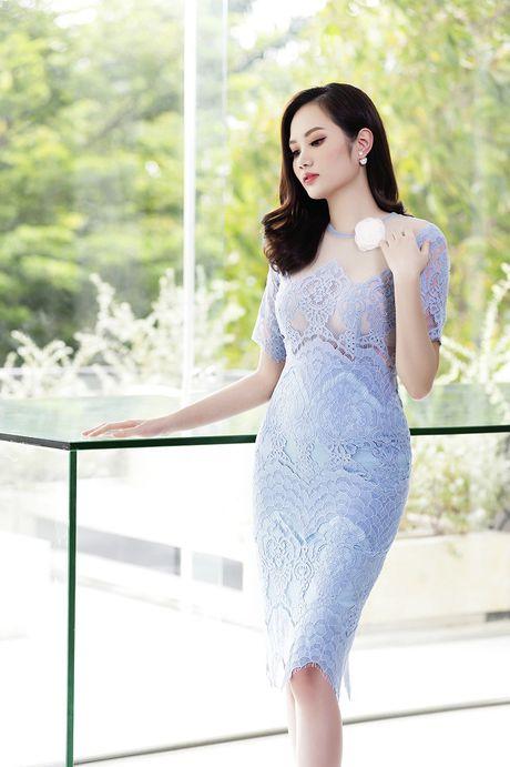 Hoa hau Dieu Linh me hoac fan ham mo voi set do ren goi cam - Anh 4
