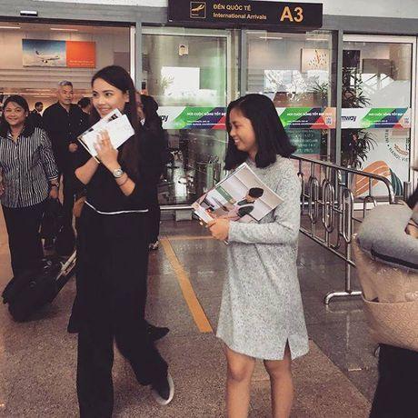 Nguoi dep lai Thai Lan khoe anh doi non la xuat hien tai Da Nang - Hue - Anh 3