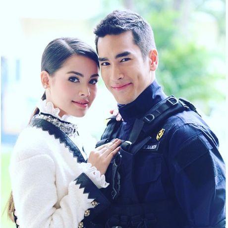 Nguoi dep lai Thai Lan khoe anh doi non la xuat hien tai Da Nang - Hue - Anh 7