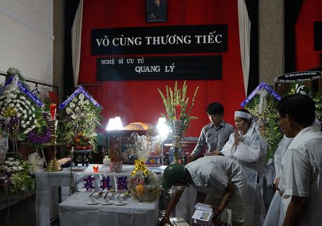 Nghe si Quang Ly qua doi: Con gai, con trai nuc no ben canh linh cuu cha - Anh 10