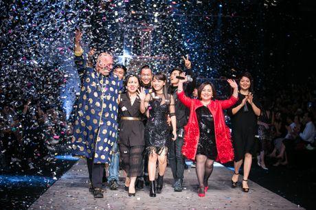 "Ba Trang Le cung NTK Nguyen Cong Tri chinh thuc len duong sang London tham du ""bua tiec thoi trang"" - Anh 1"