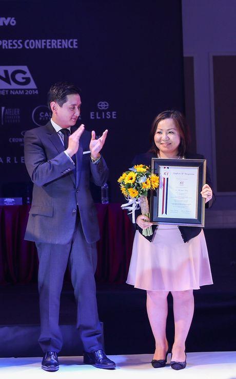 "Ba Trang Le cung NTK Nguyen Cong Tri chinh thuc len duong sang London tham du ""bua tiec thoi trang"" - Anh 3"