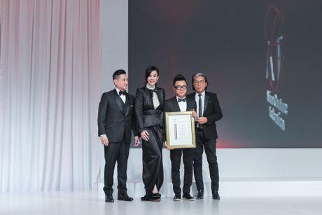 "Ba Trang Le cung NTK Nguyen Cong Tri chinh thuc len duong sang London tham du ""bua tiec thoi trang"" - Anh 5"