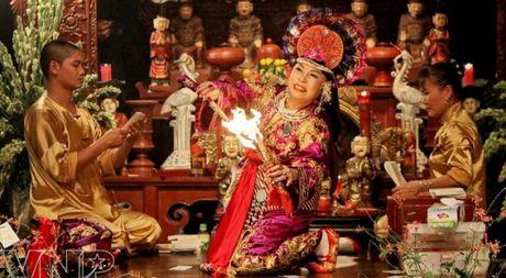 'Tin nguong tho Mau' duoc UNESCO cong nhan la 'Di san Phi Vat the' - Anh 1