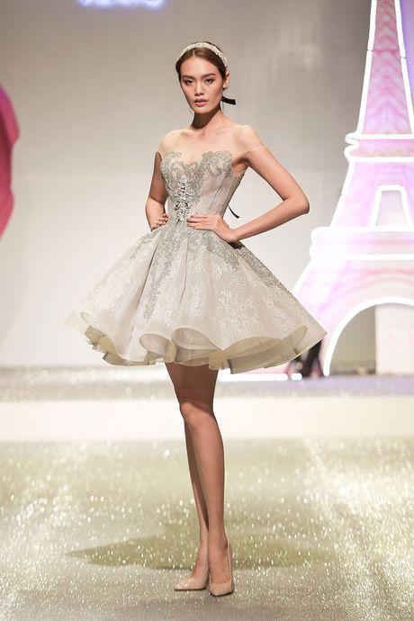 'Cong chua Paris' long lay tren san catwalk - Anh 22