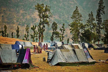 Kham pha cuoc song cua nhung nguoi du muc o Nepal qua anh - Anh 11